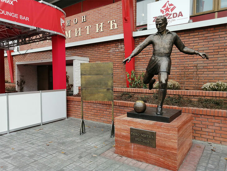 Россия сыграет на стадионе имени Райко Митича. Он был первым капитаном «Црвены Звезды» и возглавлял сборную мира в прощальном матче Яшина