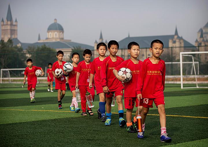 Игроки в футбол в китае
