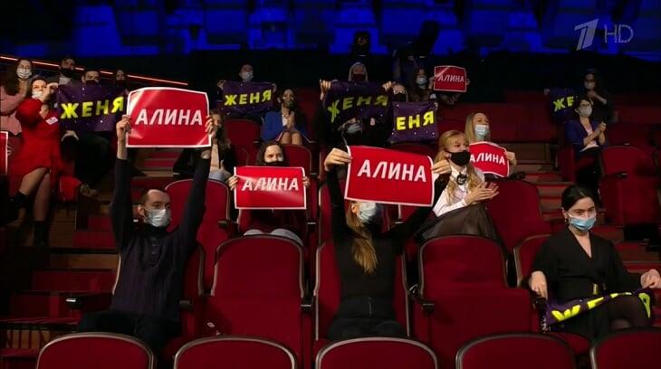 Загитова и Медведева впервые вместе у Урганта: обменялись комплиментами и сыграли в переманивание щенков (победила Алина)
