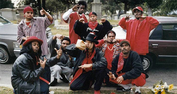 Главные банды США носят мерч «Буллс» и «Янкис», корешатся с Харденом и Роузом, угрожают рэперам
