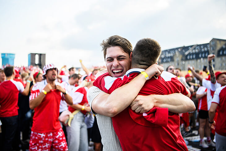 Пивной дождь, объятия и счастье – в Копенгагене отмечают первый полуфинал с 1992-го!