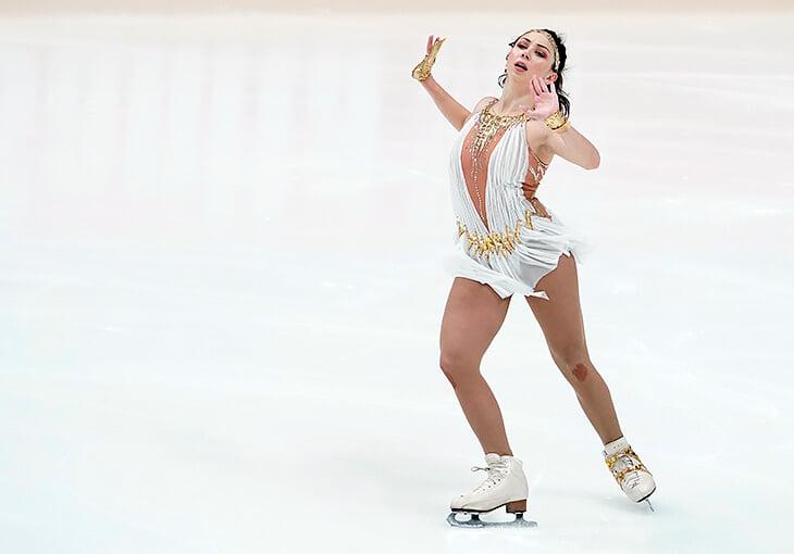 Туктамышева в новом платье и с тейпами на плече сделала суперпрыжок, но странно уступила Щербаковой (с ошибкой) и юниорке Усачевой
