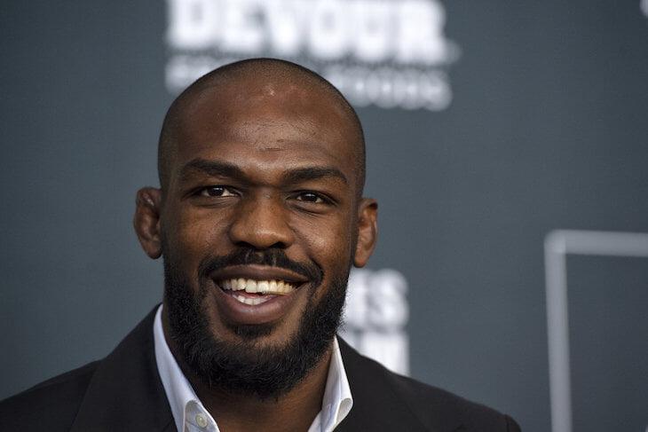 UFC пообещал звезде шикарный чек за супербои, но Уайт внезапно передумал. Теперь Джонс обвиняет его во лжи