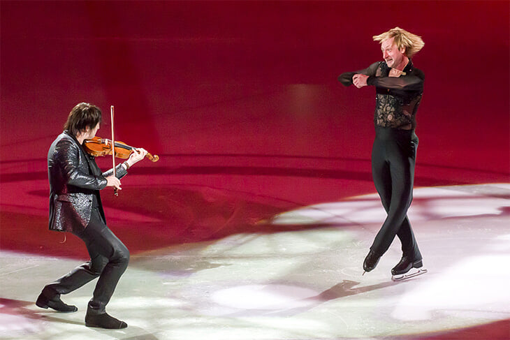 Не забыли, как Билан и Плющенко выиграли «Евровидение»? Фигурист чуть не отрезал певцу пальцы, а перед полуфиналом им сломали лед