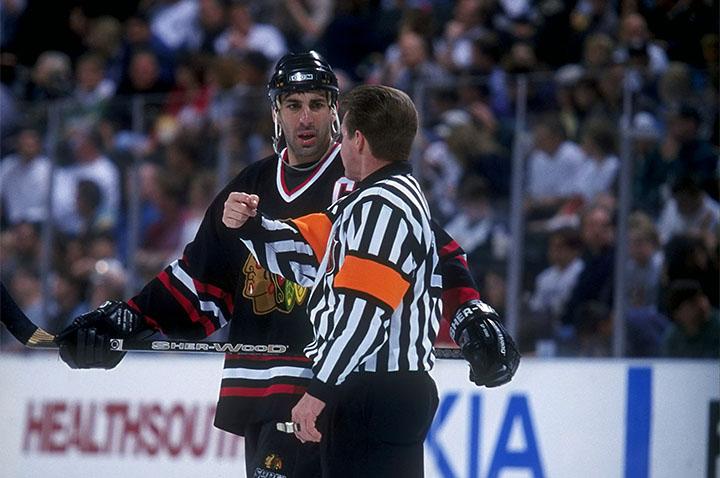 «Разберемся по-мужски на парковке после игры. Я убью тебя». Мир хоккейных судей NHL
