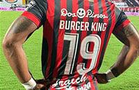 Макдональд вышел на топ-матч в футболке с «Burger King» вместо фамилии –стильный маркетинг фастфуда, как всегда по-хулигански