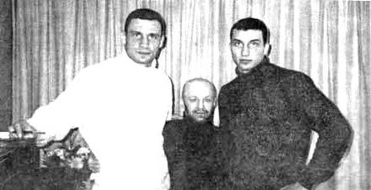 Братья Кличко в 90-х были связаны с криминалом. Владимир и Виталий даже приезжали на переговоры к Дону Кингу вместе с авторитетами