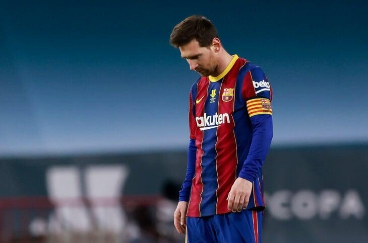 Месси обезумел: врезал сопернику по голове и получил первую в жизни красную за «Барселону» (753 матча!)
