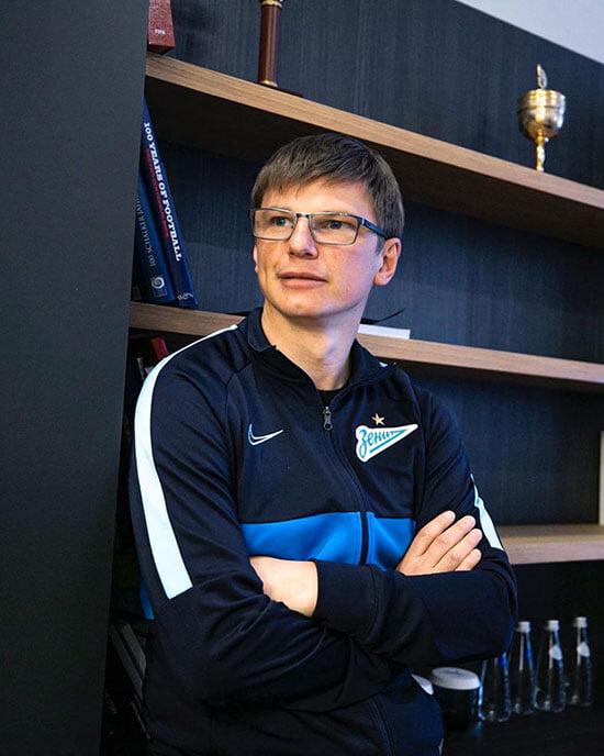 «Зенит» следит за всеми русскими центральными защитниками, которые бегут и не падают». Огромное интервью о трансферах чемпиона