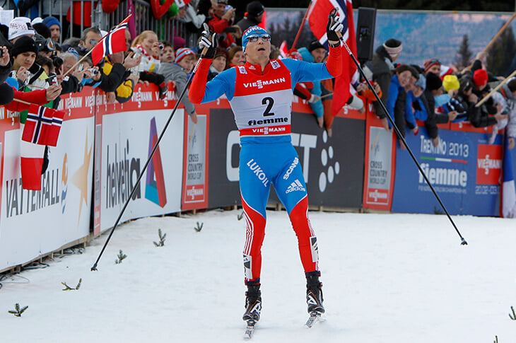 У лыжников новая (ярко-красная) форма – с отсылкой к Олимпиаде в Москве. Даже шрифты стилизованы