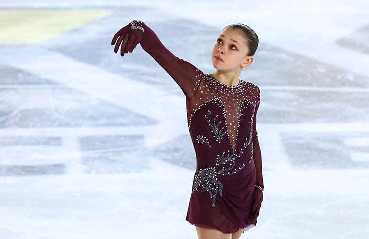 Софья Самоделкина – суперюниорка, которая катается не у Плющенко и не у Тутберидзе. Она так уважает соперниц, что бросает им на лед игрушки