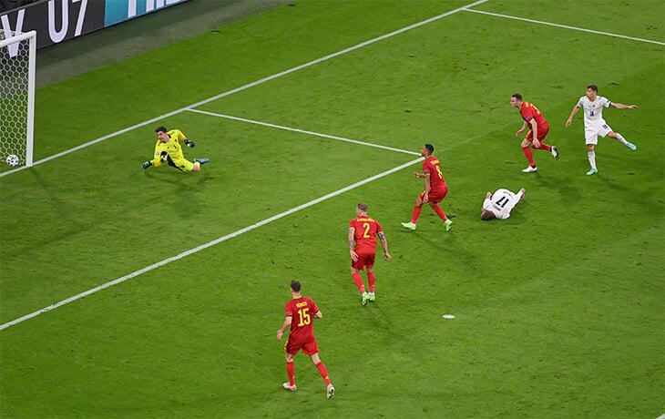 Италия взбесила Бельгию хитростями: Иммобиле резко исцелился, когда забили, а в конце валялись все подряд