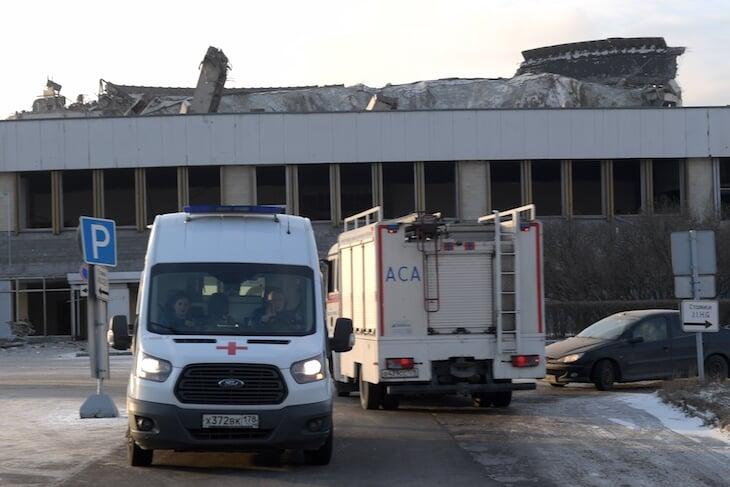Во время сноса комплекса «Петербургский» погиб рабочий. Он не успел покинуть крышу перед обрушением