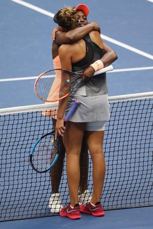 Раньше в теннисе жали руки, а теперь все чаще обнимаются. Почему?
