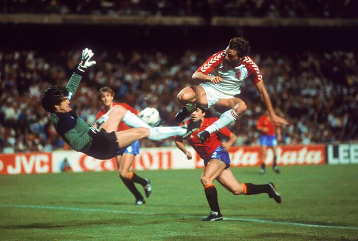 Одна ужасная ошибка в финале Евро испортила вратарю Испании карьеру –хотя он был идолом и суперзвездой. Все сломалось после штрафного Платини