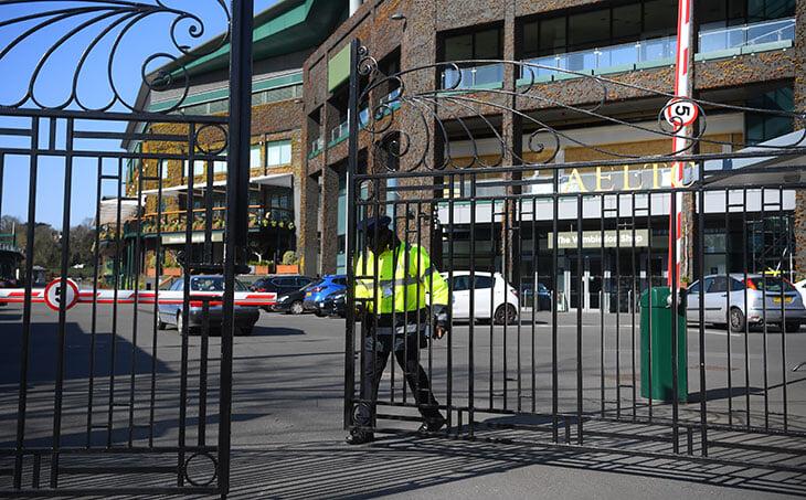 «Уимблдон» отменили впервые со Второй мировой. Тогда в стадион летели бомбы, а во Всеанглийском клубе разводили скот