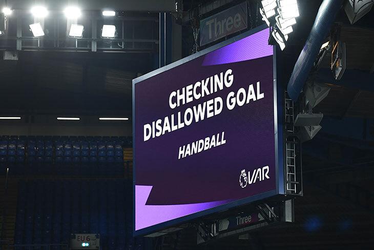 На Евро-2020 заработают новые правила игры рукой: случайная рука по ходу атаки – не фол, голы отменять не будут
