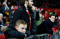 С какими лицами теперь смотрят футбол на «Олд Траффорд»
