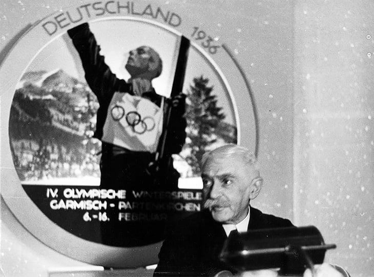 Олимпиады и футбол во время войны: в лагерях, с медалями из картона, с флагами из простыней