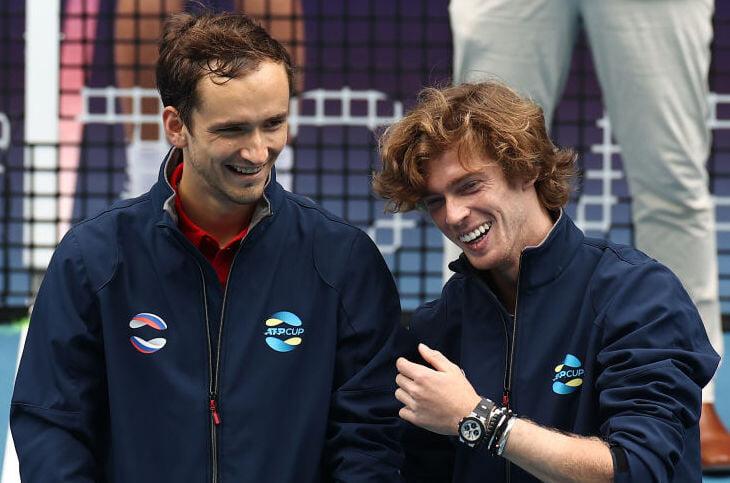 «У нас розыгрыши были по 10 минут, а потом еще 3 минуты слезы». Рублев и Медведев играют друг с другом больше половины жизни