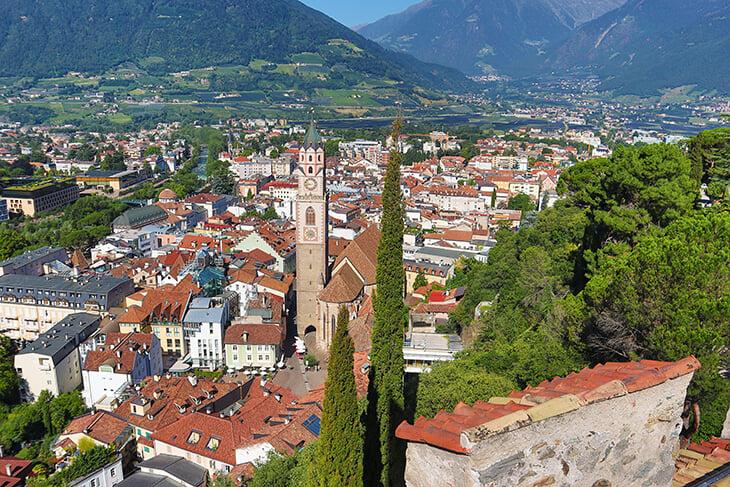 На севере Италии есть провинция, где говорят по-немецки. Ее забрали у Австрии и отдали итальянцам после Первой мировой