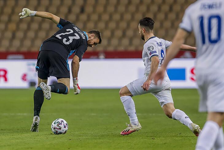 Вратарь Испании сошел с ума: выбежал почти к центру и подарил гол Косово