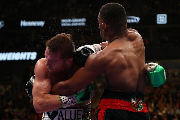 Канело снова победил чемпиона. Но Головкину бой не понравился