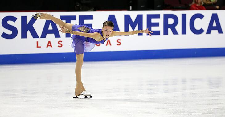 Трюк с платьем Анны Щербаковой: из синего в красное за 2 секунды. Как это вообще возможно?