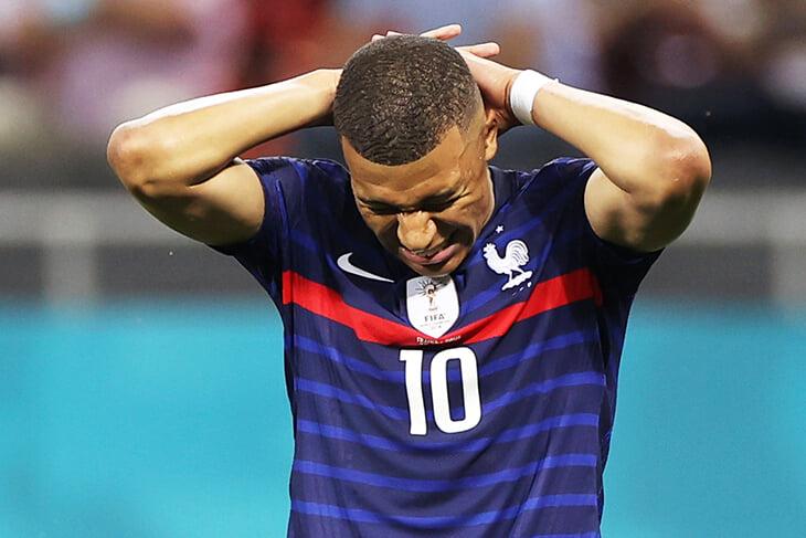 😪 Боль Франции после вылета: уходят обреченными и прячут лица, полные трагедии. Мбаппе просто опустошен