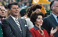 Президент США Рональд Рейган комментировал спорт на радио. Иногда выдумывал события на ходу, ему платили $100 в неделю