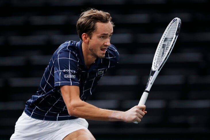 Медведев идет за первой победой на итоговом турнире ATP – взял сет у Зверева. Онлайн