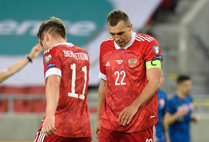 Черчесов поменял схему ради прессинга, но Россия забуксовала в атаке и провалила стандарты