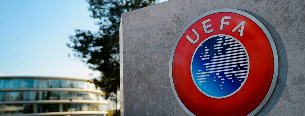 УЕФА просит лиги доиграть сезон до августа, можно с плей-офф вместо туров. Хотя разделить места могут и без матчей