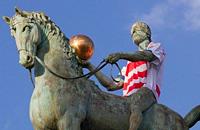Памятники презентуют форму «Гранады»