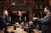 Пил самогон из грелки на свадьбе Глушакова, перекрашивал бутсы по требованию Невилла, дрался со скинхедами. Билялетдинов – гость подкаста Сычева