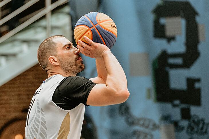 «Когда меня ставят в один ряд с Теодосичем, я очень горжусь». Лучший баскетболист мира в 3х3 — о себе, сборной и вдохновении
