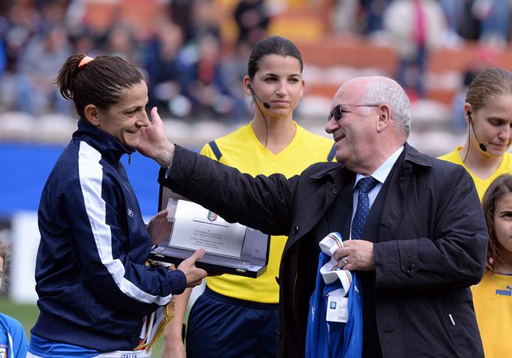 Женщина впервый раз возглавит одну измужских сборных Италии пофутболу