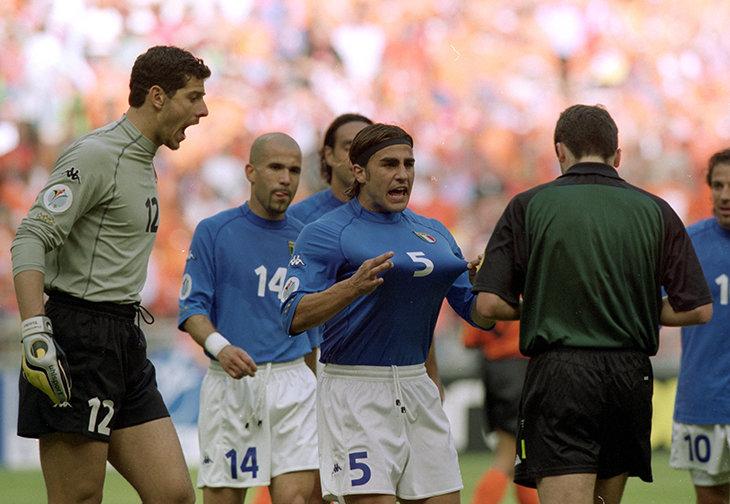 880b6a642f38 Еще в 90-е итальянская Kappa была одним из самых влиятельных футбольных  брендов. В лучшие годы они спонсировали «Ювентус» с Платини и Зиданом, ...