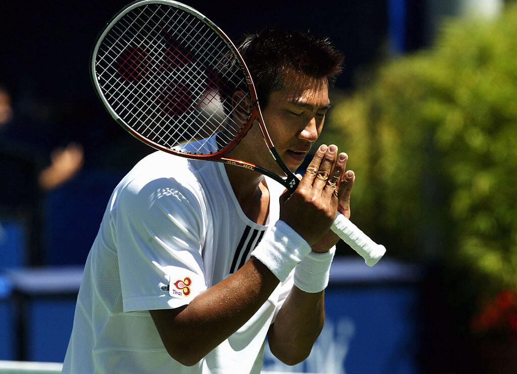 Мир внезапно вспомнил теннисиста Сичапана – когда его посчитали уродливым. Он стоял в топ-10, славился вежливостью и был женат на «Мисс Вселенная»