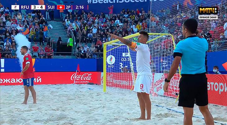 Феерия в пляжке: Россия спаслась за 19 секунд до конца и выгрызла пенальти, выпустив третьего вратаря – наш тренер катался по песку