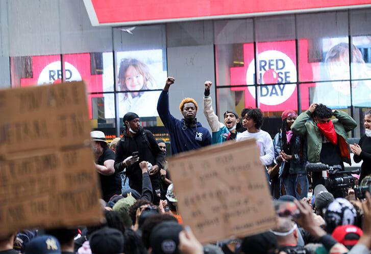 Спортсмены возглавили протесты в Америке. Почему?