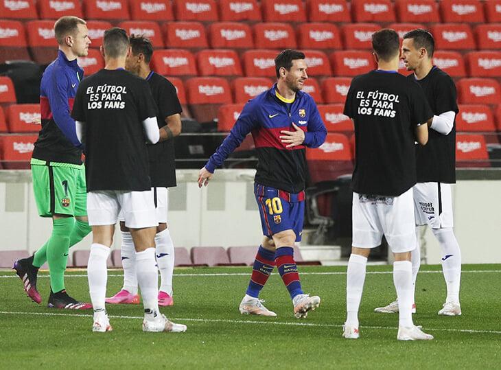 Странный коридор «Хетафе» для «Барсы»: игроки аплодировали в футболках с троллингом Суперлиги
