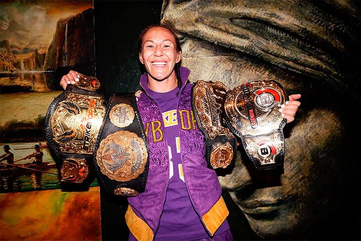 Дебют легенды женских боев в Bellator: избивала чемпионку 16 минут и нокаутировала чудовищной серией у клетки