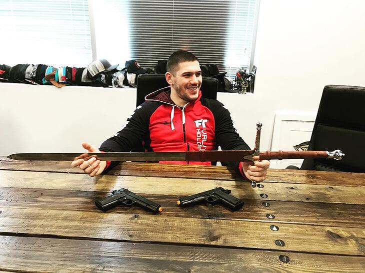 Новый чемпион Bellator из команды Емельяненко: не узнал Федора по телефону, учился на криминалиста, застал войну в Луганске