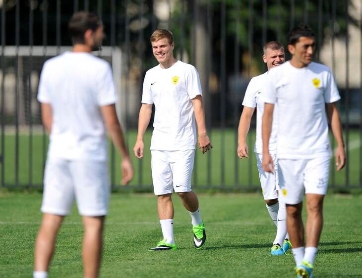 В 2013-м Кокорин на месяц заскочил в «Анжи»: положили 5 млн евро, обещали «Бугатти», перейти уговорил Денисов