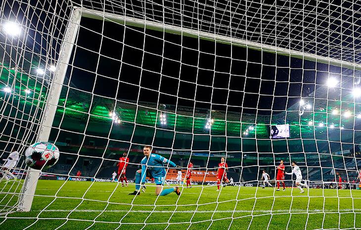 Это уже традиция: «Гладбах» обыгрывает «Баварию» в первом круге. Сработало 4-й сезон подряд