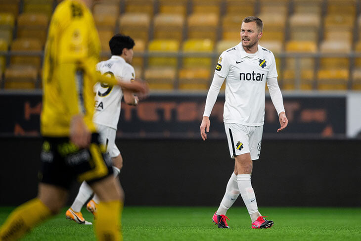 Диверсия от шведского АИК: закинули второй мяч на поле и с двух попыток сорвали атаку соперника на 93-й минуте