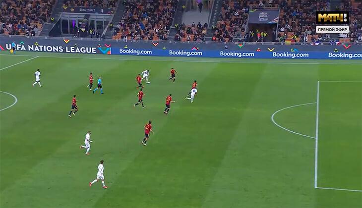 Спорный победный гол Франции в Лиге наций: Мбаппе точно в офсайде –похоже, что его спасло касание испанца