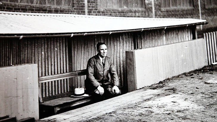 Скамейки запасных появились в 1930-х. В технических зонах случалось много великого: Фергюсон давил на судей, Гаттузо бросался на тренеров