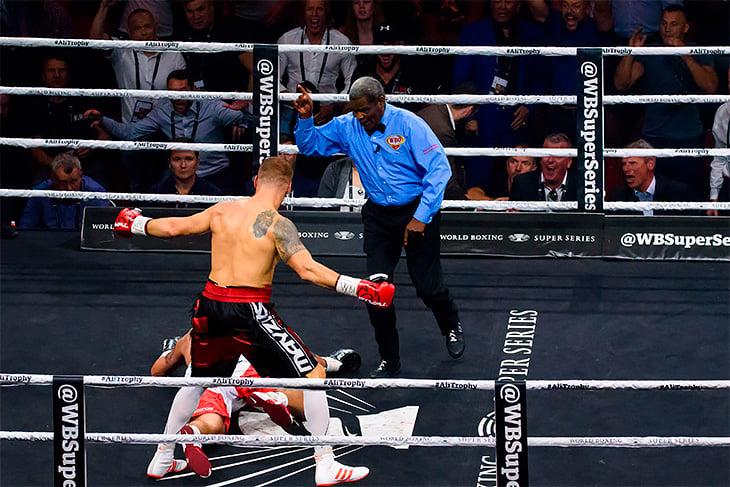 Безумие на боксе в Риге: удар локтем, тихий гонг и ошибки рефери